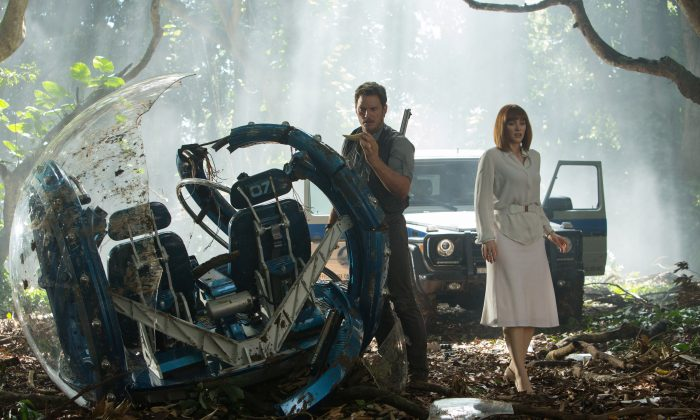 """This photo provided by Universal Pictures shows, Chris Pratt, left, and Bryce Dallas Howard in a scene from the film, """"Jurassic World,"""" directed by Colin Trevorrow, in the next installment of Steven Spielberg's groundbreaking """"Jurassic Park"""" series. (Chuck Zlotnick/Universal Pictures via AP)"""