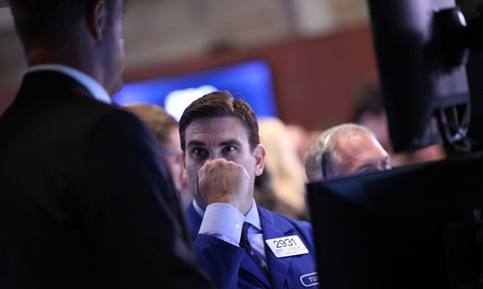 Traders work on the floor of the New York Stock Exchange (NYSE) on July 6, 2015 in New York City. (Spencer Platt/Getty Images)