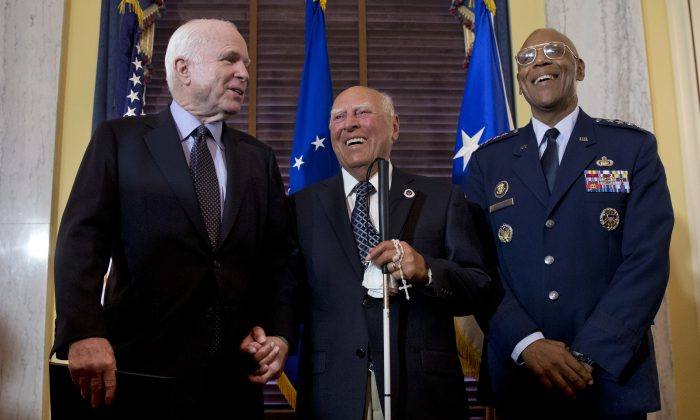 Retired U.S. Air Force 2nd Lt., John R. Pedevillano, 93, of College Park, Md., center, with the Presidential Unit Citation with one Oak Leaf Cluster during a ceremony on Capitol Hill in Washington, Tuesday, July 7, 2015. (AP Photo/Carolyn Kaster)