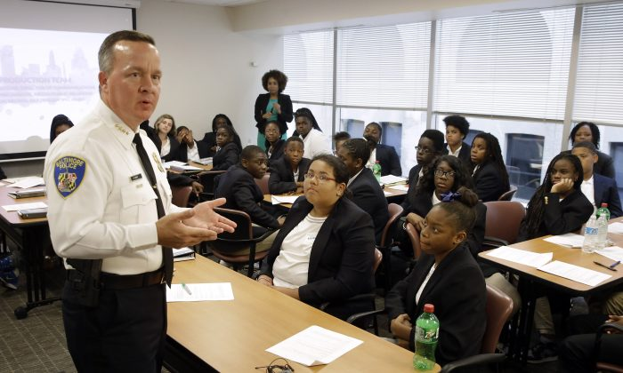 Interim Baltimore Police Commissioner Kevin Davis (L) speaks with students participating in a junior state's attorney program, Thursday, July 9, 2015, in Baltimore. (AP Photo/Patrick Semansky)