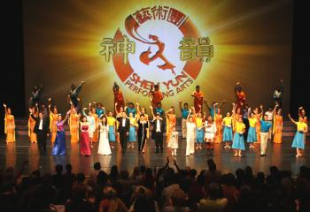 Curtain call at the second performance in Geneva on Sept. 30. (Zhang Yue/The Epoch Times)