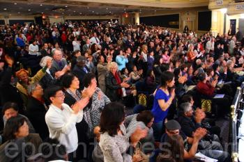 The audience giving a standing ovation at the Friday evening show. (Evan Ning/The Epoch Times)