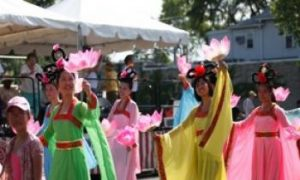Falun Gong Participates Tenth Time in the Evanston Independence Day Parade