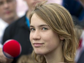 Laura Dekker, 14, is setting sail for the Canary Islands after arriving in Lisbon. (Marco de Swart/AFP/Getty Images)