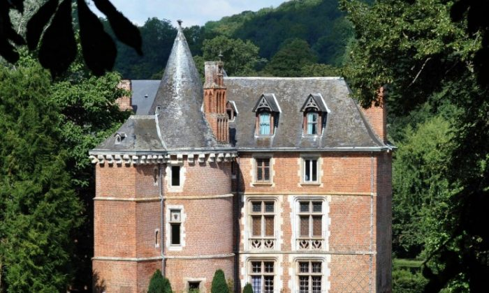 A picture taken on August 3, 2010 in Le Mesnil-Lieubray shows the Reine Blanche (White Queen) manor, owned by the family of Pakistani President Asif Ali Zardari. ( Robert Francois/AFP/Getty Images)