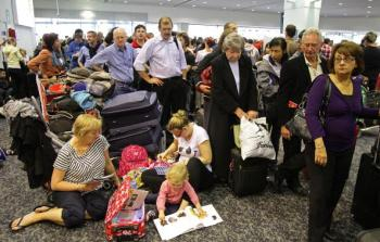 Passengers wait in line to check-in for their Virgin Blue flights at Melbourne Airport on Sept. 27, in Melbourne. (Scott Barbour/Getty Images)