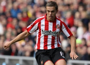 Jordan Henderson of Sunderland in action during the Barclays Premier League match between Sunderland and Aston Villa at Stadium of Light on Oct. 23, in Sunderland, England. (Clive Brunskill/Getty Images)