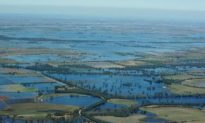 Australia Floods Spread Across Three States (Video)