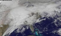 Milwaukee Blizzard Brings Heavy Snow, Strong Winds