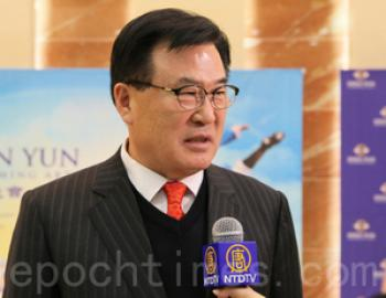 Ko Yeong Jin, Secretary of Education of South Gyeongsang Province, said that he will recommend all the Shen Yun programs to others. (The Epoch Times)