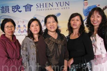 Neipu Dance Association President Li Xiufang (C) attends Shen Yun Performing Arts International Company's show at the National Dr. Sun Yat-sen University on April 6, 2011, along with a group of her students. (Li Jinyi/The Epoch Times)