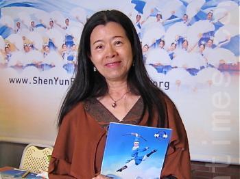 Oil painter Huang Shu-Lian at Shen Yun Performing Arts in Kaohsiung. (Jian Hui-Min/The Epoch Times)