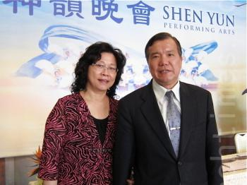 Pingtung County Police Chief Zhu Zhenglun and his wife attend Shen Yun Performing Arts' fifth show in Kaohsiung, on April 9, 2011. (Chien Huimin/The Epoch Times)