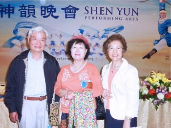 President of the Lions Club International Li Meihua (M) and her friends at Shen Yun Performing Arts in Kaohsiung. (Zhang Qiongfang/The Epoch Times)