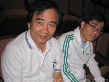 Dr. Zhuang Jiakun, dean of the College of Sport and Recreation Management, Tajen University of Technology attends Shen Yun Performing Arts International Company's show in Kaohsiung on April 6, 2011 along with his family members. (He Xiue/The Epoch Times)