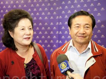 Xie Yongtian and his wife praised Shen Yun Performing Arts after watching the performance in Tainan, on April 13. (Soonly/The Epoch Times)