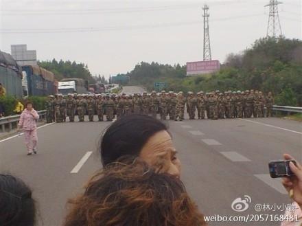 Standoff with police. (Weibo.com)