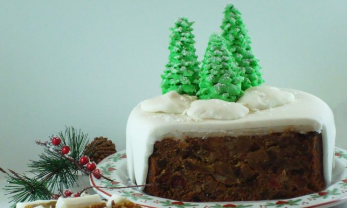 Winter fruit cake is an easy and impressive fruit cake to serve during the holiday season. (Sandra Shields/The Epoch Times)