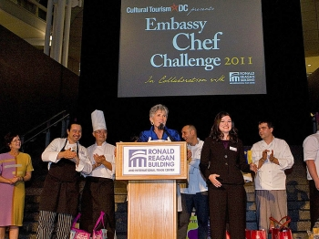EMBASSY CHEF CHALLENGE: Linda Harper, Executive Director of Cultural Tourism DC, speaks at the 'Embassy Chef Challenge 2011' at the Reagan International Trade Center on April 12. (Lisa Fan/The Epoch Times)