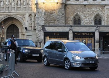 Cars carrying Prince William and Kate Middleton arrive at Westminster Abbey for a rehearsal on Wednesday in London. (Dan Kitwood/Getty Images)