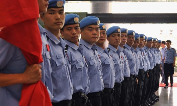 Policemen attend a departure ceremony at Hunan Public Security Bureau in 2011. (ChinaFotoPress/Getty Images)