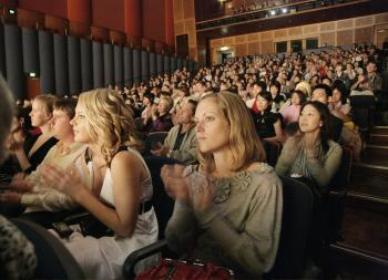 Audience enjoying Shen Yun Performing Arts at the evening show (Renee/The Epoch Times)