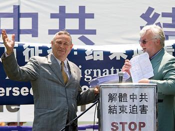 Dr. Clive Ansley delivers a token selection of a million signatures calling for an end to the persecution of Falun Gong to U.S. Congressman Dana Rohrabacher, in from of the U.S. Capitol on July 20, 2008. Ansley is the North American Chair of the Committee (Jeff Nenarella/The Epoch Times)