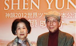 Chinese Painter Says Shen Yun Perfect