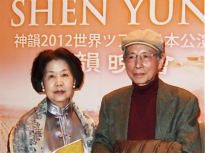 Painter Ms. Meng with her husband, Mr. Tsuchiya, praises Shen Yun saying it represents the essence of the Chinese culture. (Zhang Nini/The Epoch Times)
