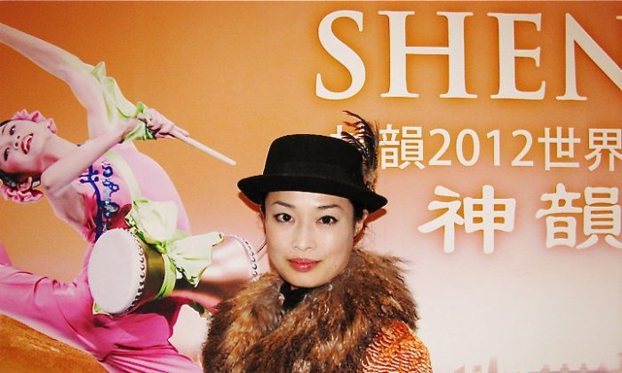 Ms. Urakawa Mai, President of the Meister Co. Ltd., watches the Shen Yun Performing Arts' show in Tokyo on Feb. 14, 2012. (Liang Chaoren/ The Epoch Times)