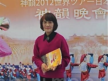 After watching Shen Yun, ink painter Sayoko Jyo ecstatically said that Shen Yun should be performed in China. (Liang Chao Zen/The Epoch Times)