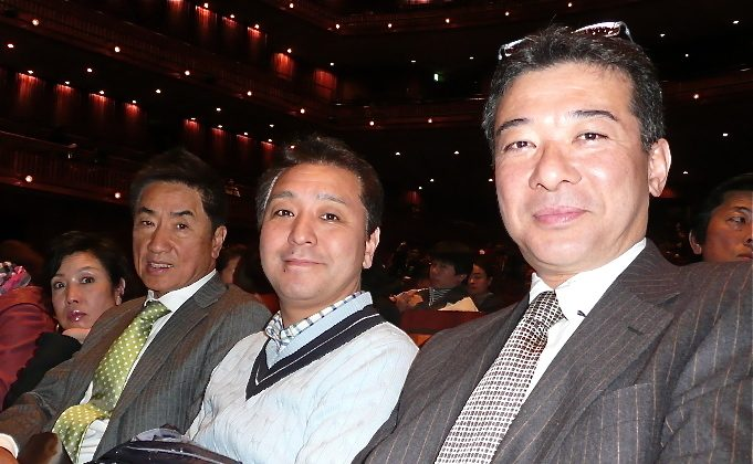 Three department heads of a human resources company express their admiration for the show presented by the Shen Yun Performing Arts New York Company. (Mr. Sugina 1st on R) (Wu Lili/The Epoch Times)