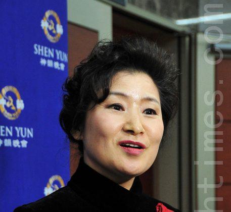 Korean dancing artist, Kim Mihyang, attends Shen Yun in Daegu Suseong Artipia on Feb. 24.. (Li Yuzhen/The Epoch Times)