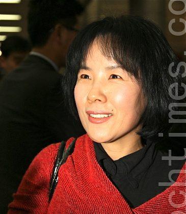 Ms. Han Sori, Director of Woori Sori Research Center, calls Shen Yun's performance remarkable. (Li Shijong/The Epoch Times)