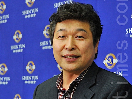 "Attorney Jung Hwan Cho praised Shen Yun saying it represents the wonderland where gods and humans live together. ""Shen Yun inspires,"" said Mr. Cho. (Li Yuzhen/The Epoch Times)"
