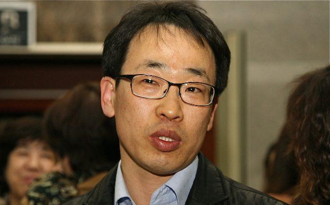 Transport company President, Mr. Wantsai Cheng, attends Shen Yun in Daegu on Feb. 28, 2012 (Zailiang Zhao/The Epoch Times)