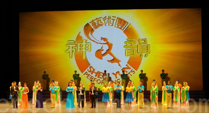 Shen Yun Performing Arts curtain call in Anyang on the afternoon of March 3. (The Epoch Times)