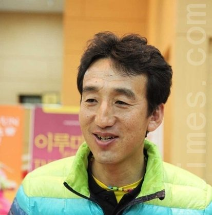 Ironman Asia Champion, Bak Byeong-Hun, was in the audience seeing Shen Yun at Anyang Arts Center. ((Geum Jin-Tae/The Epoch Times)