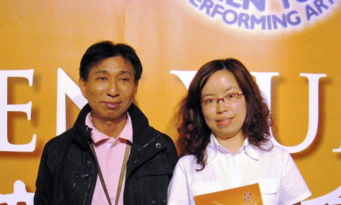 Director of Feng-Huang Orchestra, Wei Kai-Jen, and companion, Chen Wan-Lin, attend Shen Yun Performing Arts in Tainan. (Li Ching-Dai/The Epoch Times)