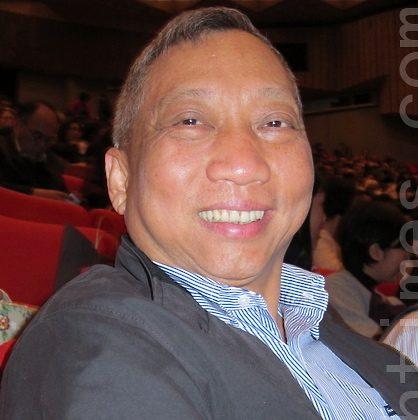 Lin Jiayu, the president of famous chain restaurants in Taiwan, attends Shen Yun Performing Arts in Taipei. (Zhong Yuan/The Epoch Times)