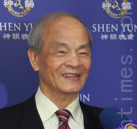 Mr. Huang Shicheng attends Shen Yun Performing Arts in Taipei. (Liang Shujing/The Epoch Times)