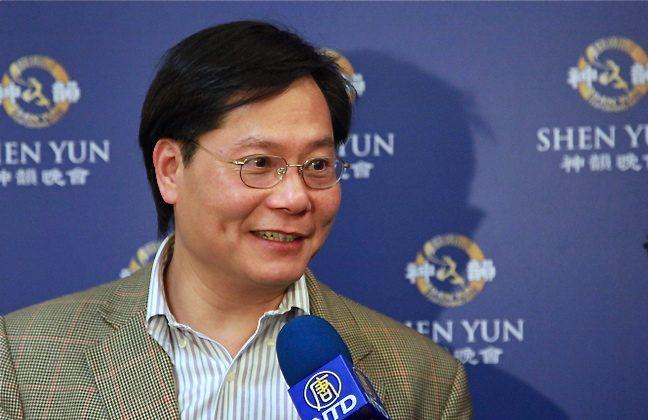Violinist Su Shien-ta, the concertmaster of the Taipei Philharmonic Orchestra attends Shen Yun in Taipei. (Li Xianzhen/The Epoch Times)