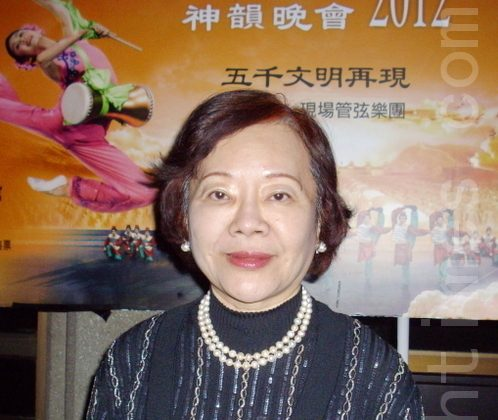 Gloria Su talks about her Shen Yun experience, on the evening of March 24. (Zhi-Qing Zhu/The Epoch Times)