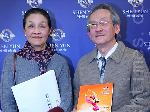 Internationally renowned contemporary Taiwanese novelist Wang Wen-xin and his wife Chen Chu-Yun attend Shen Yun in Taipei. (Li Xianzhen/The Epoch Times)