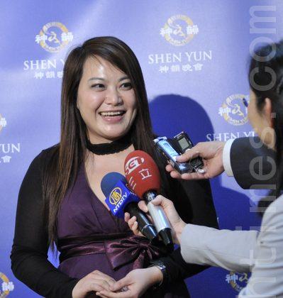 Chen Li-Jen, executive producer of Xaing Yun Art Center, attends Shen Yun in Taichung, on March 28. (Su Yu-Fen/The Epoch Times)