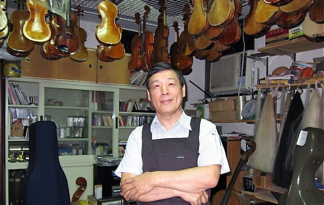 Mr. Baroque Wang, a renowned violin restoration master in Taiwan (Dai Deman/The Epoch Times)