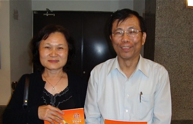 Bin-An Wu and his wife are first-time attendees at a Shen Yun performance at the Chiayi Performing Arts Center, praising the performance for its excitement and surprises. (Shang-Hai Cai/The Epoch Times)