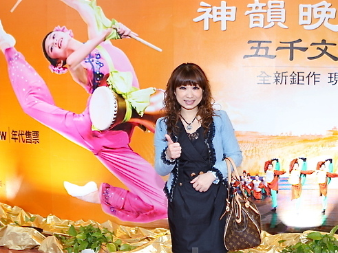 TV program planner Tsai Li-wen attends Shen Yun in Taoyuan. (Li Shih-Chieh/Epoch Times)