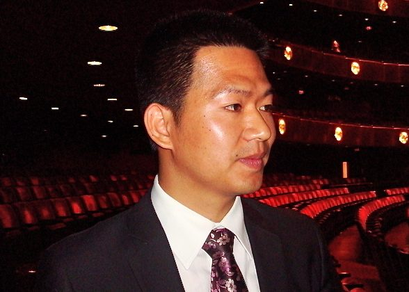 Mr. Guo attends Shen Yun Performing Arts at New York's Lincoln Center. (Chen Tiancheng/The Epoch Times)