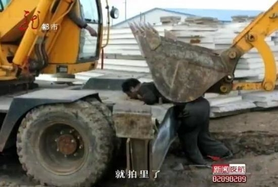 An elderly Chinese man is hit and killed by an excavator during a forced-demolition. (TV Screenshot)